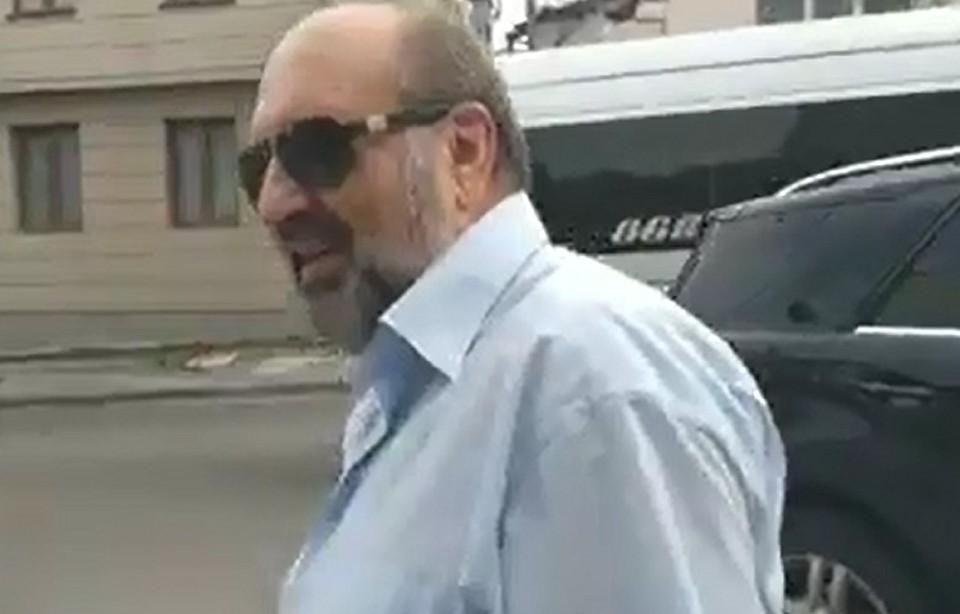 Это не наши методы: Надо ли травить или бить по физиономии «певцов режима Плахотнюка» в Молдове