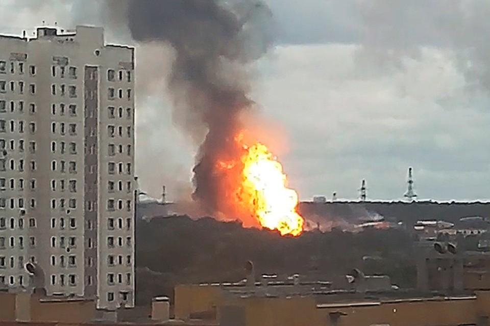 По словам очевидцев , столб огня высотой не менее 50 метров виден из всех частей подмосковного города