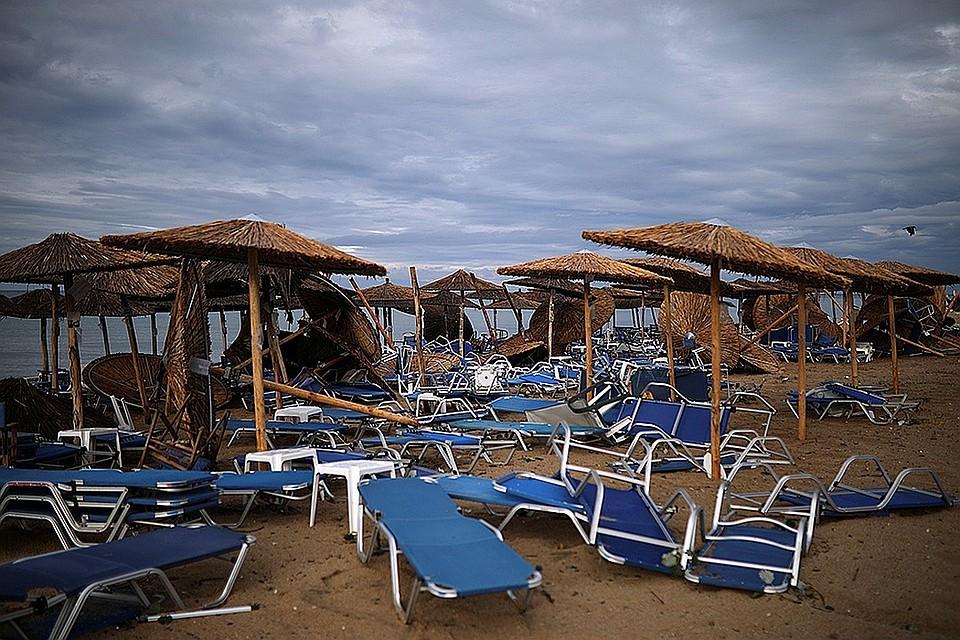 Отдых испорчен и опасен: На популярных среди жителей Молдовы морских курортах ураганы, холод, дожди, ледяная вода и кровососы