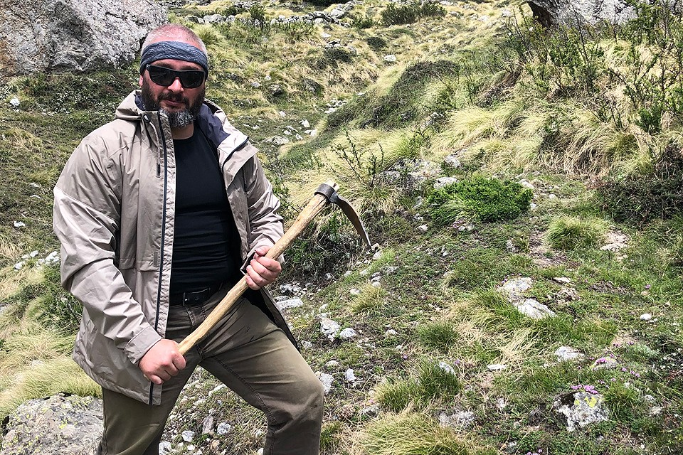 Миколог Михаил Вишневский отправился в горы за уникальным грибом кордицепсом.