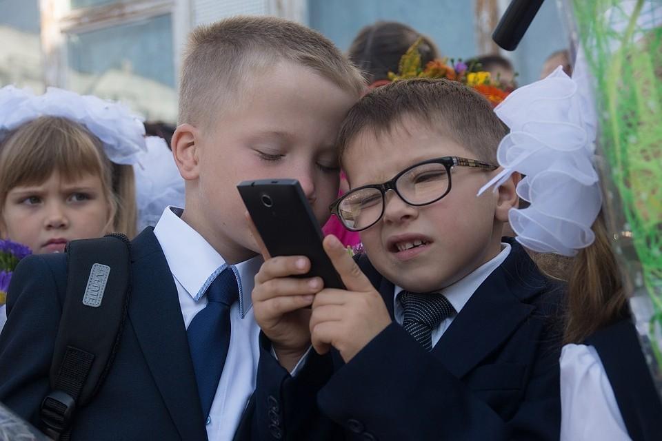 Более 60% россиян поддерживают идею запрета использования гаджетов в школе