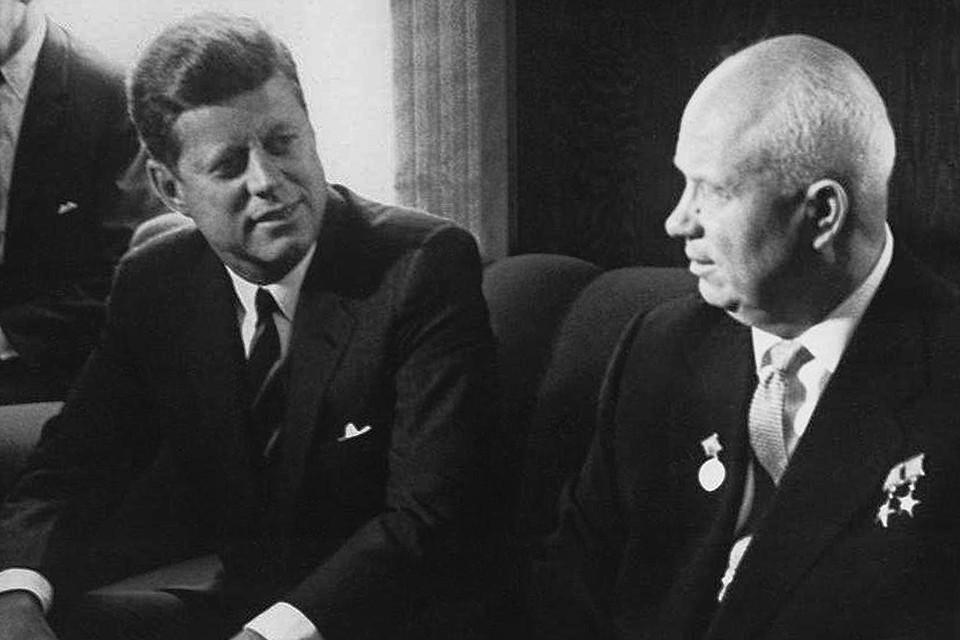 Джон Кеннеди и Никита Хрущев в 1961 году.