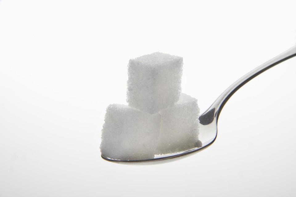 На конец июня в России скопились рекордные запасы сахара.
