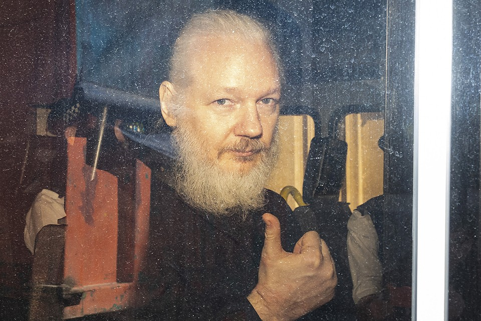 Джулиан Ассанж после ареста в апреле 2019 г.