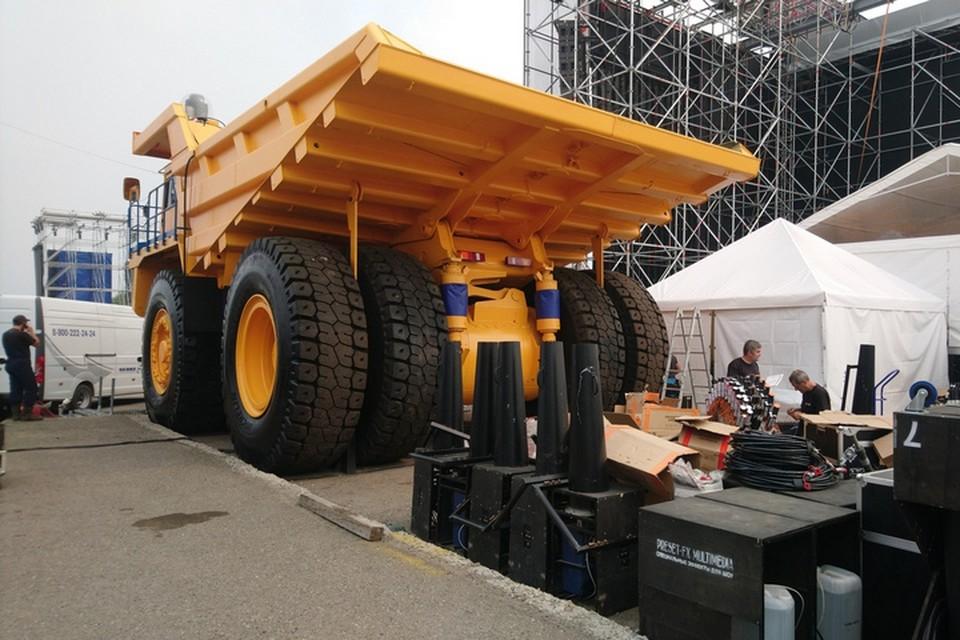 Зачем нужны трубы и БелАЗы на рок-фестивале в Кемерове.