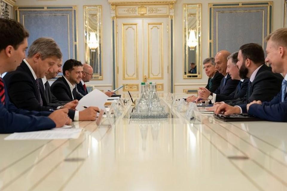 Зеленский и Волкер в ходе встречи выразили надежду на постоянное перемирие в Донбассе. Фото: сайт президента Украины