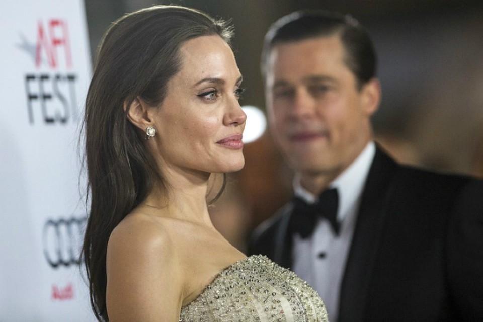 Анджелина Джоли удивила поклонников откровенным декольте