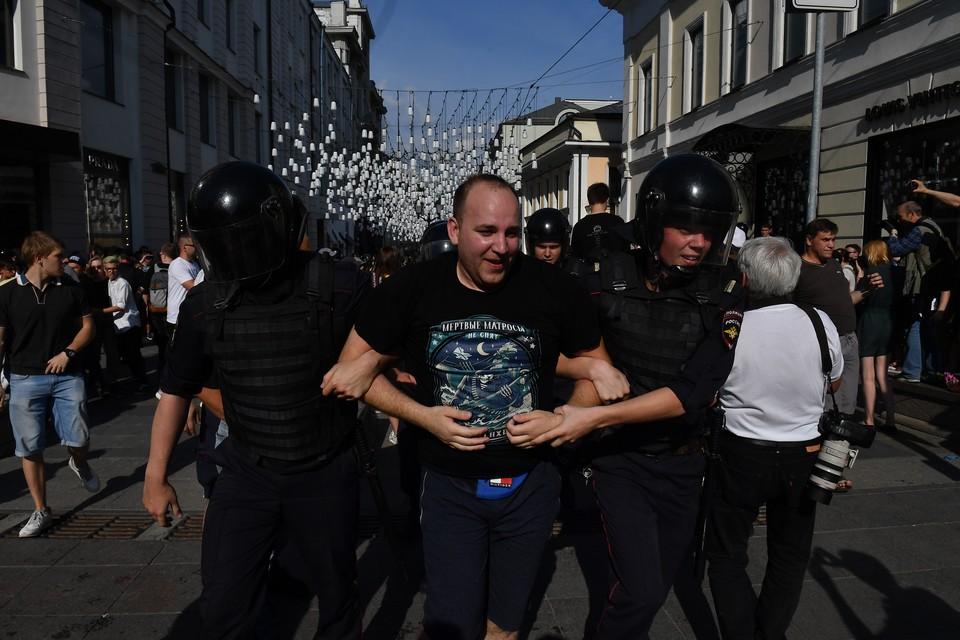 Поскольку москвичам эти «протестуны» и борцы уже изрядно надоели, в их рядах становится все больше иногородних.