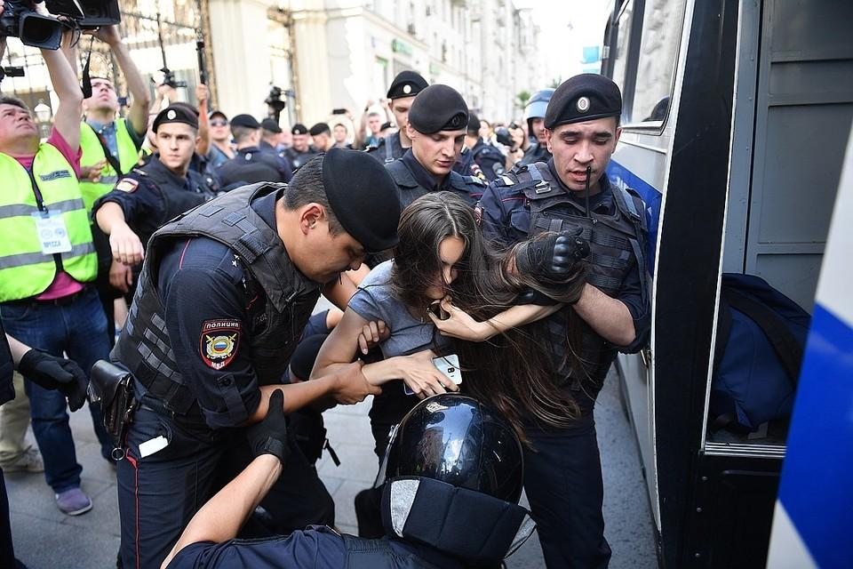 В Москве прошли несанкционированные протестные акции и задержания сторонников кандидатов, недопущенных на выборы в гордуму.