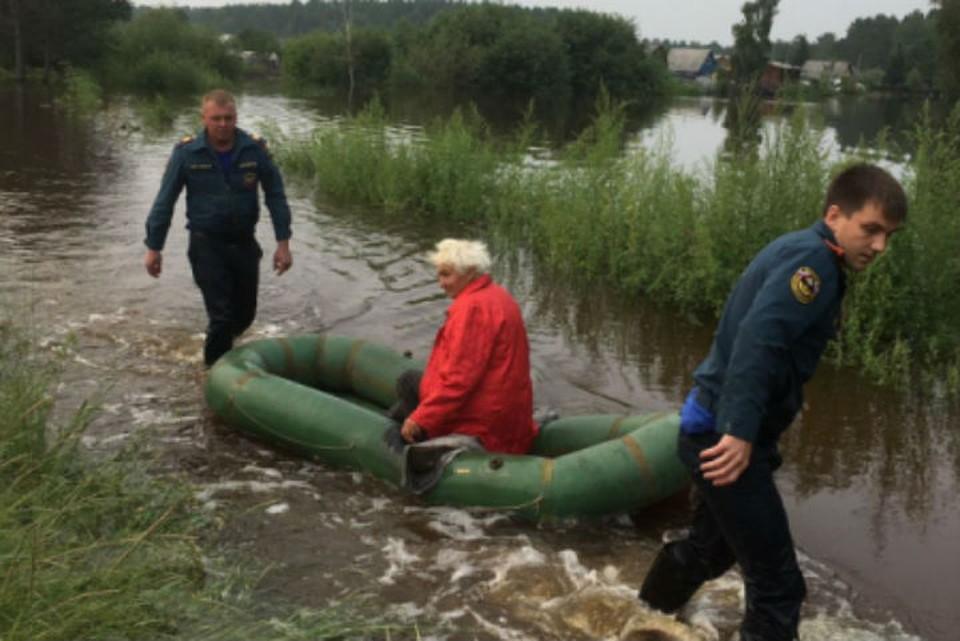 Наводнение в Иркутской области: подтоплены 8 районов. Фото: ГУ МЧС России по Иркутской области.