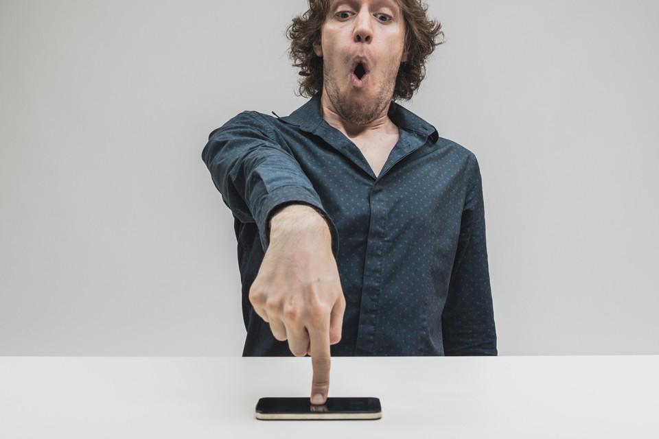 Миф о прыщах из-за экрана мобильного телефона до сих пор находит своих почитателей.