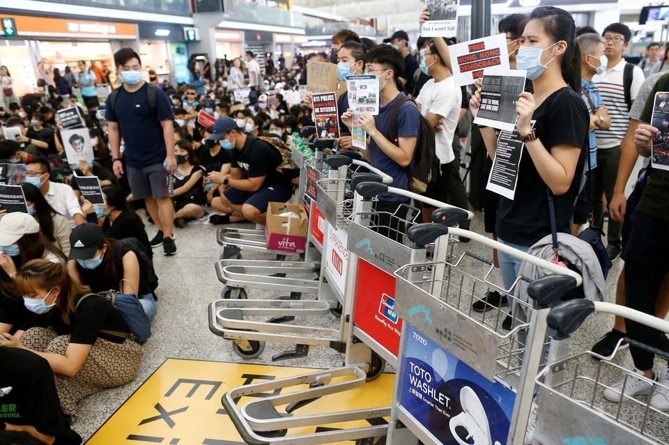 Забастовка в аэропорту Гонконга