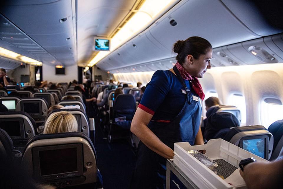 Правила поведения в самолете придуманы не просто так, напоминает наш колумнист.
