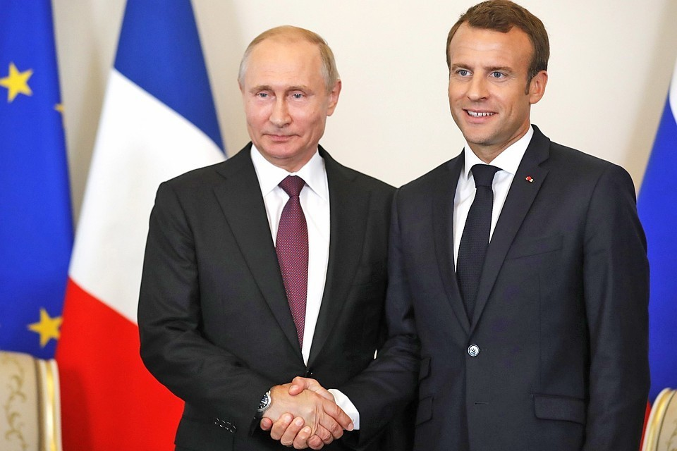 Макрон заявил, что Франция выступает за перезапуск отношений РФ и ЕС