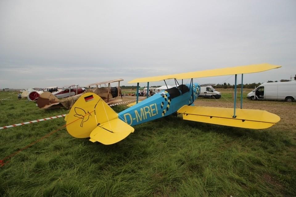 Всего взлетно-посадочная полоса Девау в выходные приняла 32 самолета, хотя изначально планировалось принять больше 70 машин.
