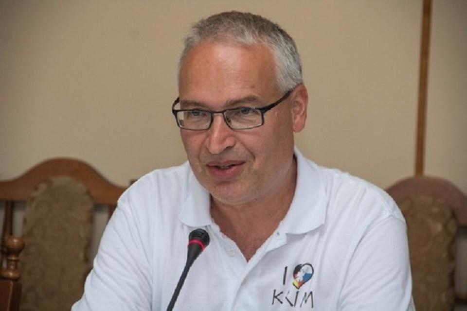 Глава иностранной делегации Дирк Нессениус. Фото: пресс-служба Госсовета РК