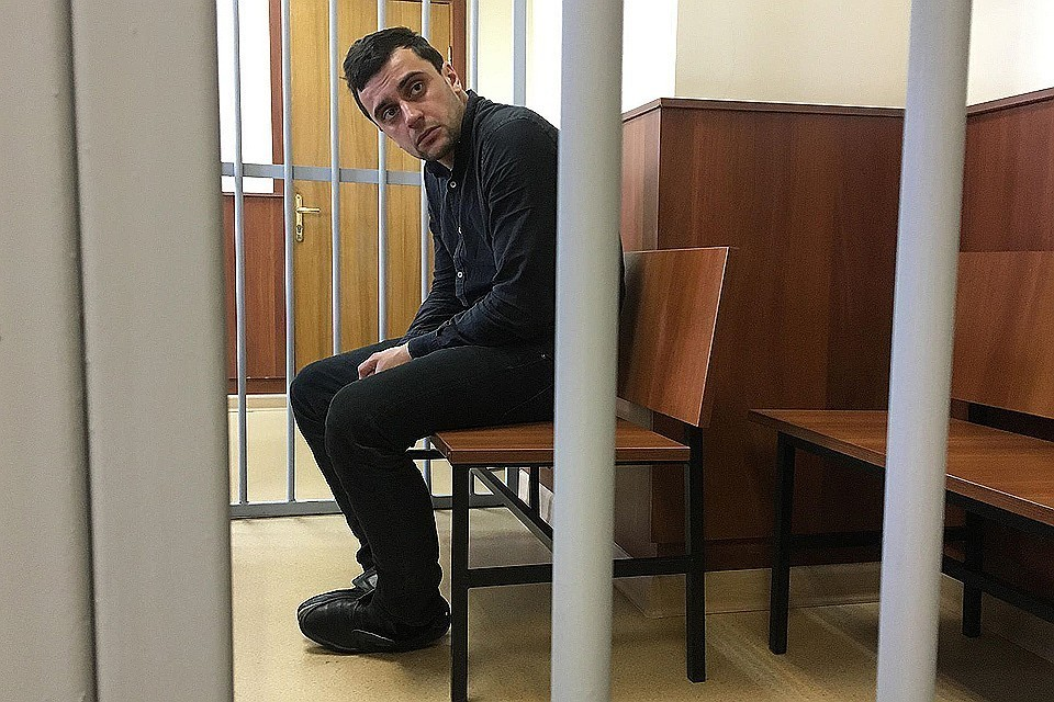 Прошло больше года после той страшной аварии, но Исаханов до сих пор считает, что на него «вешают всех собак»
