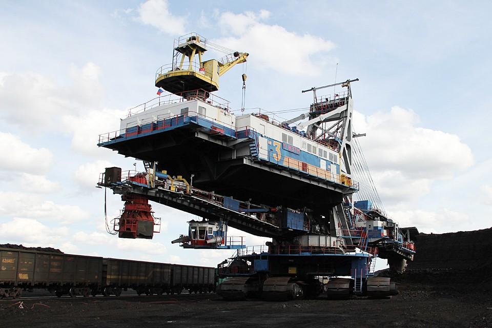 Масса одного экскаватора ЭРП-2500 1860 тонн, как примерно 1200 легковых автомобилей