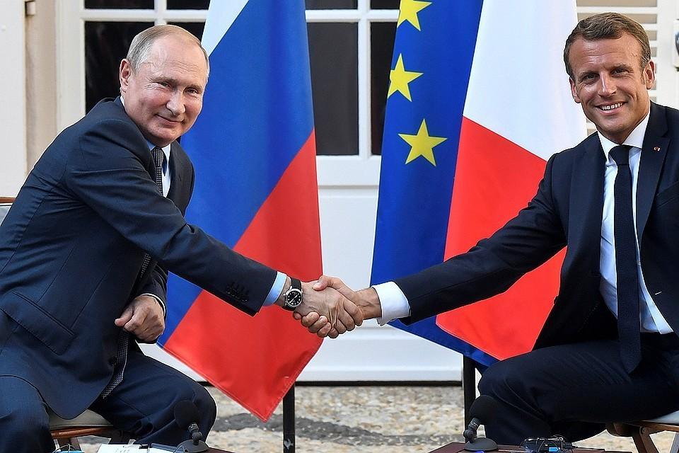 Владимир Путин и Эммануэль Макрон после переговоров в резиденции президента Франции на Лазурном берегу, 20 августа 2019 г.