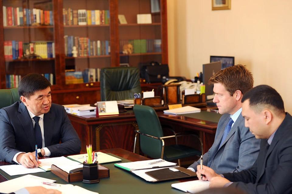 Скотт Перри за последний год несколько раз прилетал в Кыргызстан и встречался с главой кыргызского правительства. Результаты этих переговоров вселяют надежду на то, что «Кумтор» ждет большое будущее.