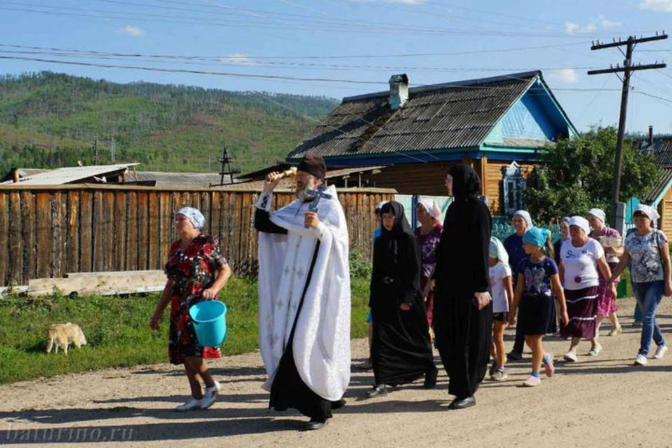 «Слишком много умирают от рака»: в бурятском селе пошли Крестным ходом против онкологии. Фото: пресс-служба Улан-Удэнской епархии.