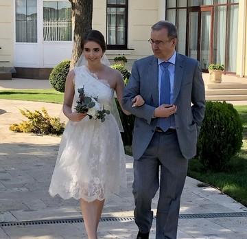 Экс-губернатор Тверской области Дмитрий Зеленин выдал замуж старшую дочь