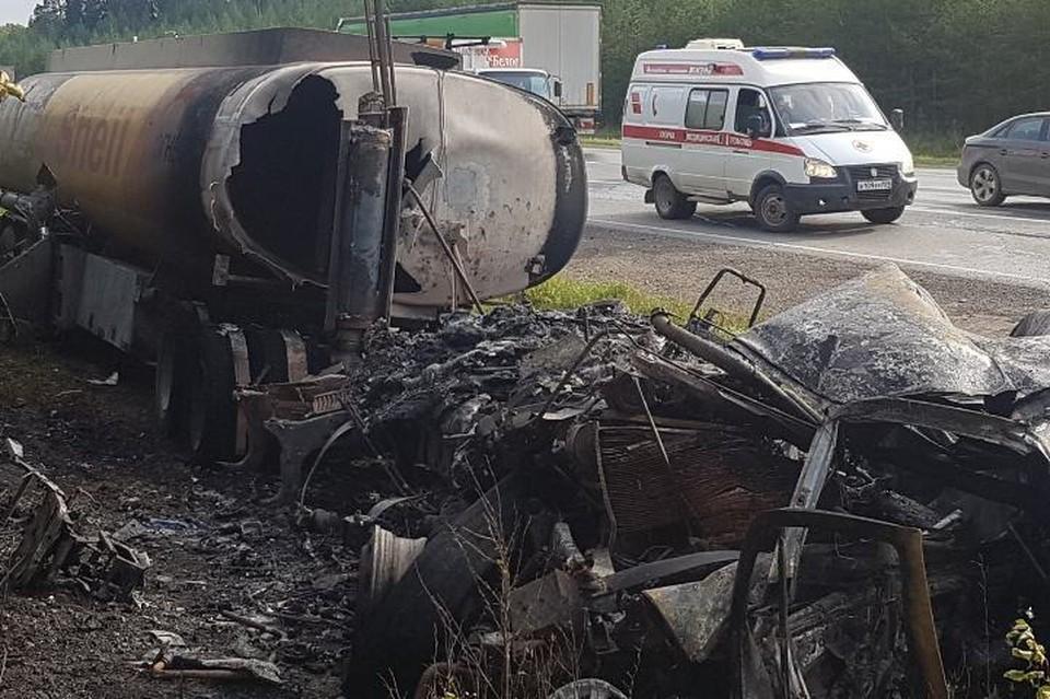 Обе машины полностью сгорели. Фото: ГИБДД