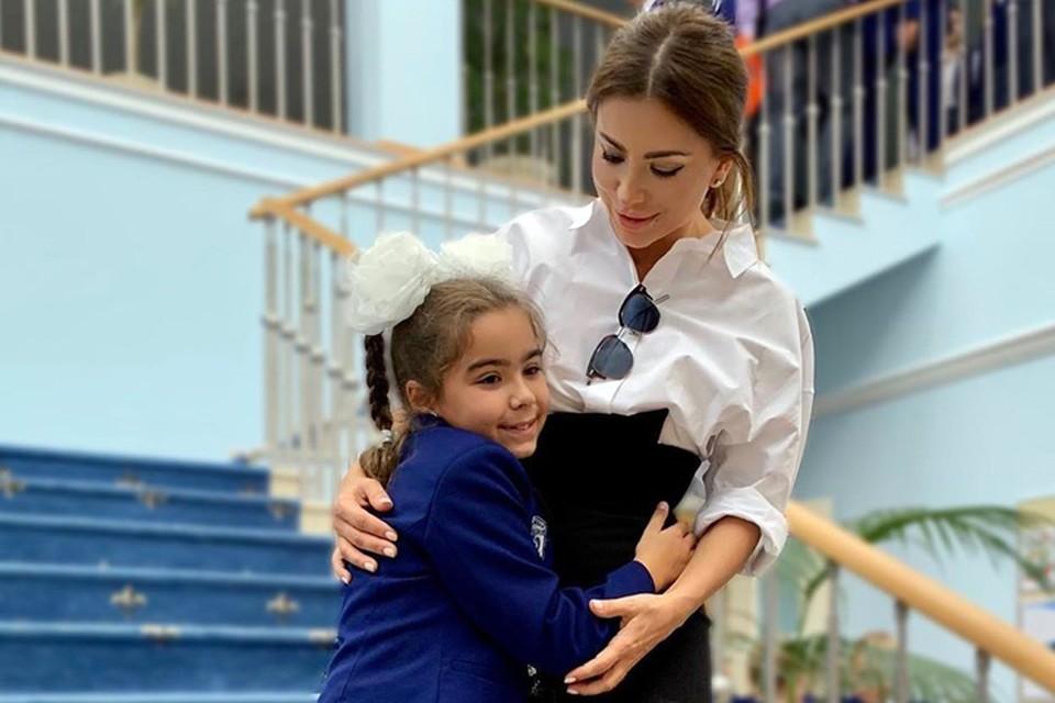 Ани Лорак провела второе сентября со своей второклашкой в Павловской гимназии