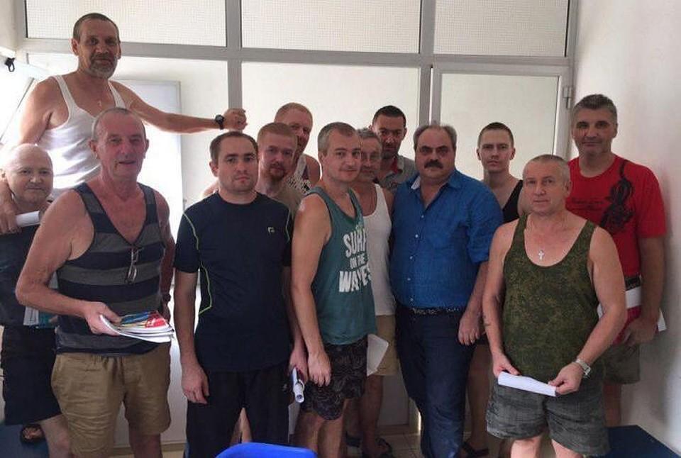 Уже семь месяцев мурманские моряки томятся в африканской тюрьме. Фото: из архива Алексея Веллера