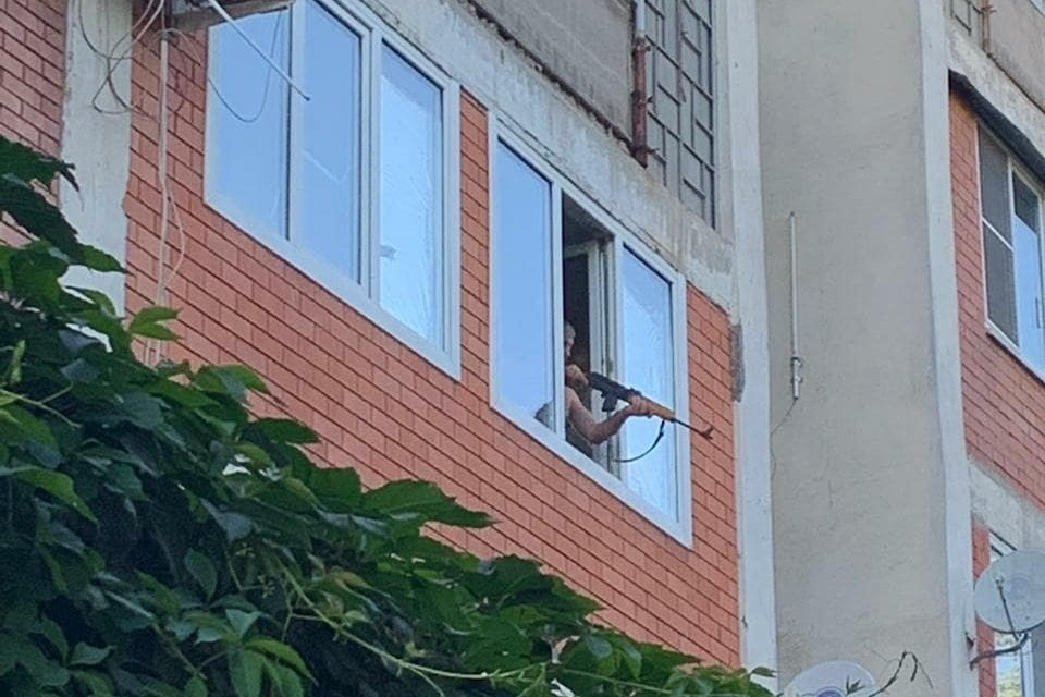 Пожилой мужчина обстрелял актёров из карабина «Сайга»