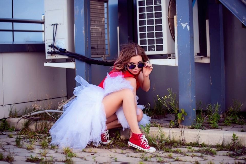 Анна Борисова выбрала оригинальный образ невесты. Фото: Михаил Решетников