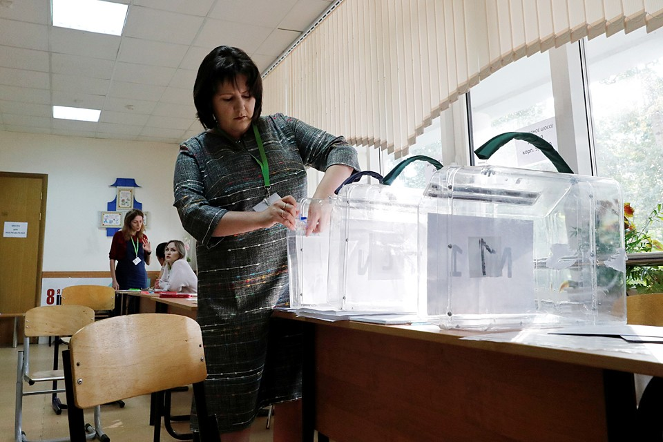 8 сентября, публикация политической рекламы, агитации и материалов, которые оказывают давление на выражение воли избирателей, недопустима