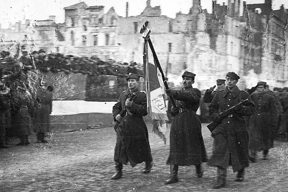 Сами поляки недолюбливали Берлин и ненавидели Москву. Но ошибочный выбор в конце 30-х сделали