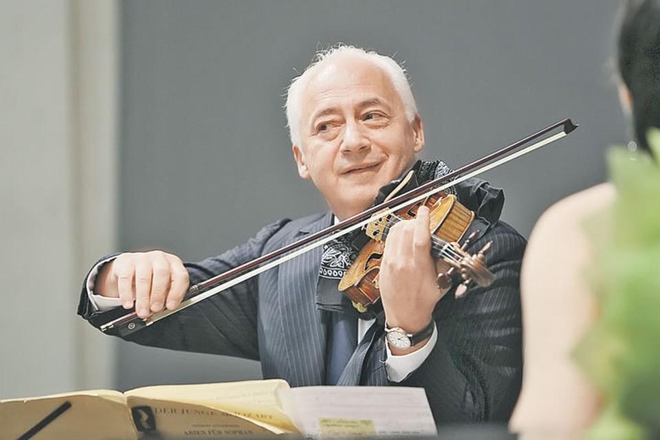 Несколько лет Владимир Спиваков собирался оставить игру на скрипке. Но жена уговорила поиграть еще.