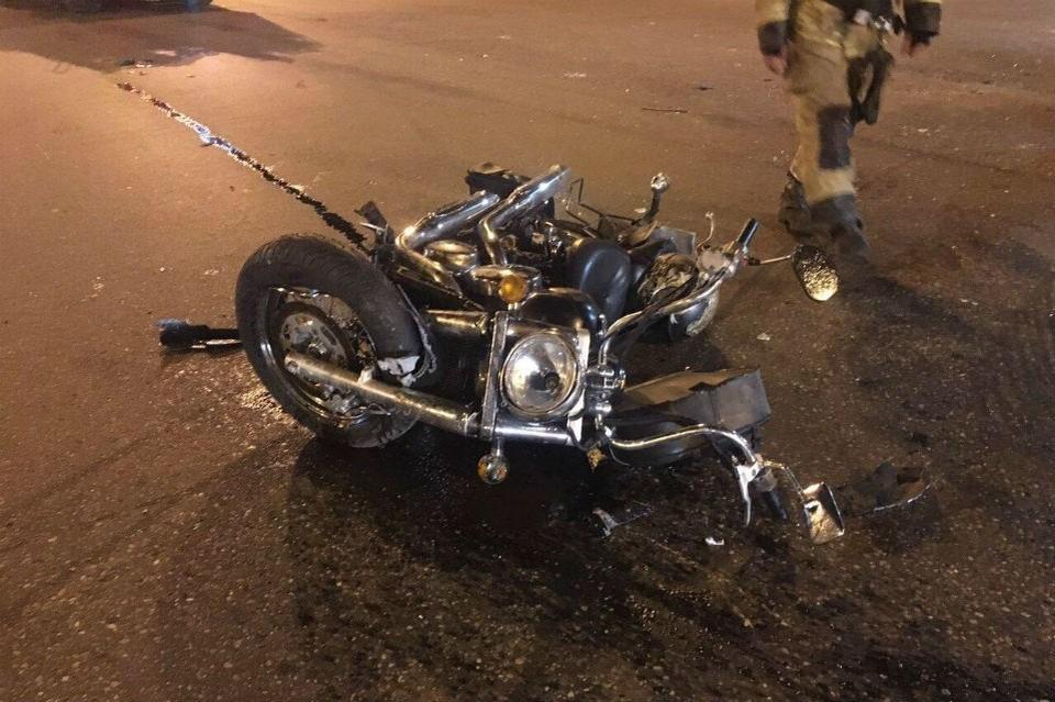 Мотоциклист выехал на перекресток, хотя горел красный. Фото: ГИБДД по Мурманской области