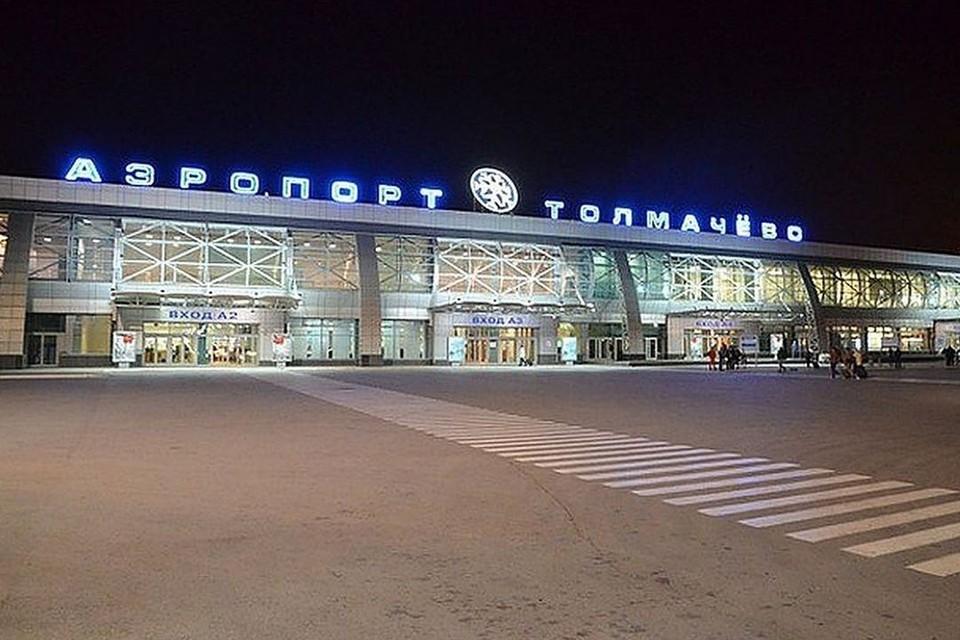 Самолет дважды не смог взлететь в Толмачево.