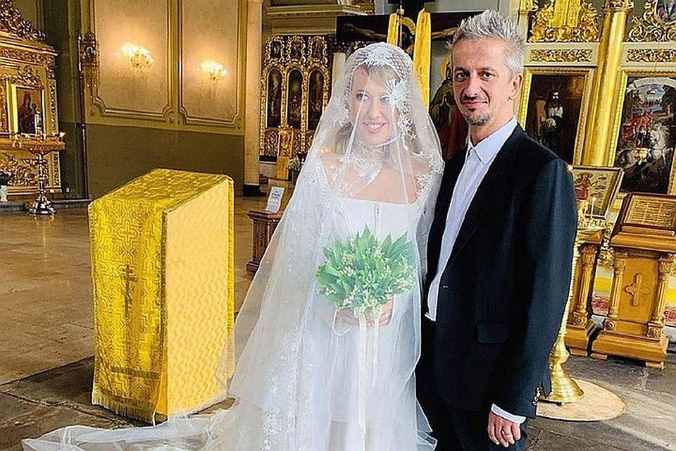 Родители Богомолова покинули свадьбу после развратного танца Собчак