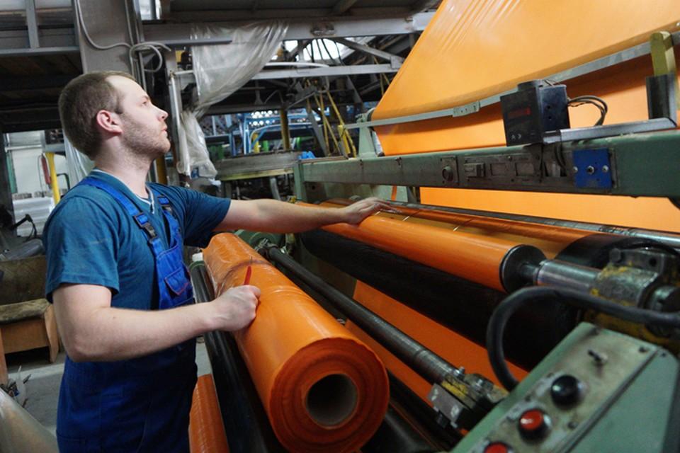 Две трети россиян систематически засиживаются на работе допоздна и трудятся в выходные