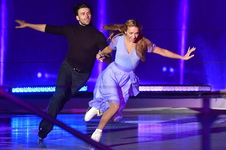 Петр Чернышев выступает вместе с прославленной фигуристкой в ледовых шоу