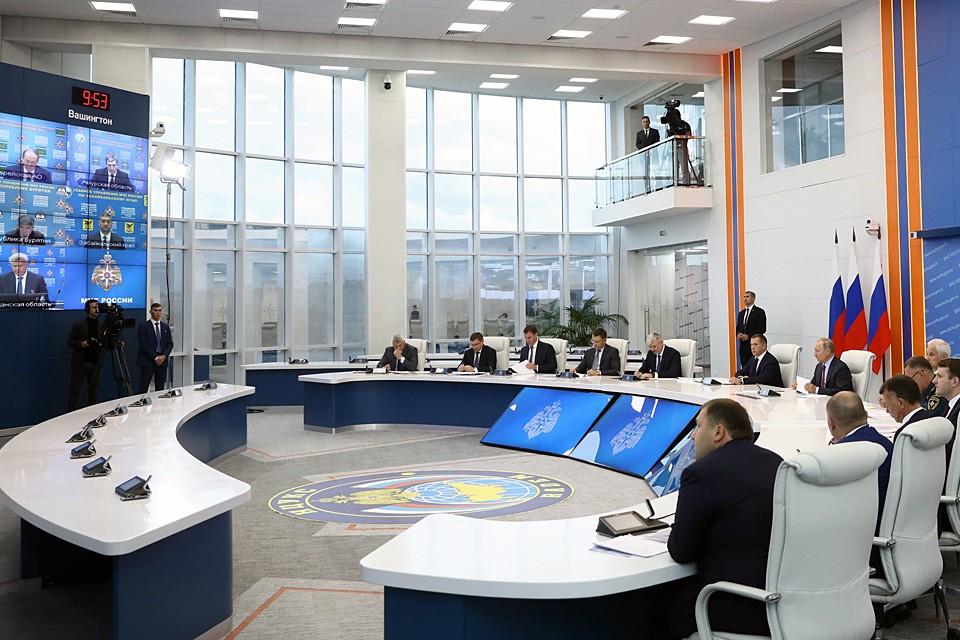 Владимир Путин провел совещание по ликвидации последствий паводков на Дальнем Востоке. Фото: Михаил Терещенко/ТАСС