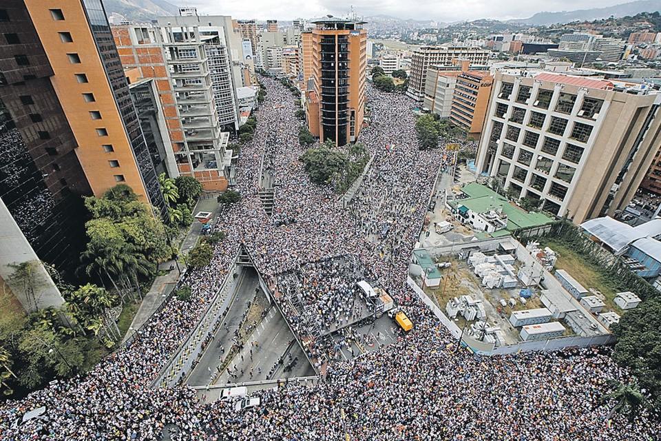 Почему США никак не задушат старую власть в Венесуэле