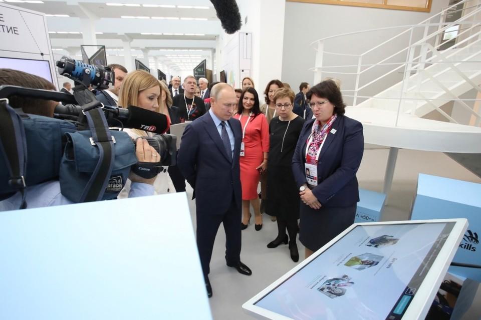 Президент России с большим вниманием отнесся к представленным результатам реализации программы. Фото предоставлено пресс-службой Союза «Молодые профессионалы (Ворлдскиллс Россия)»