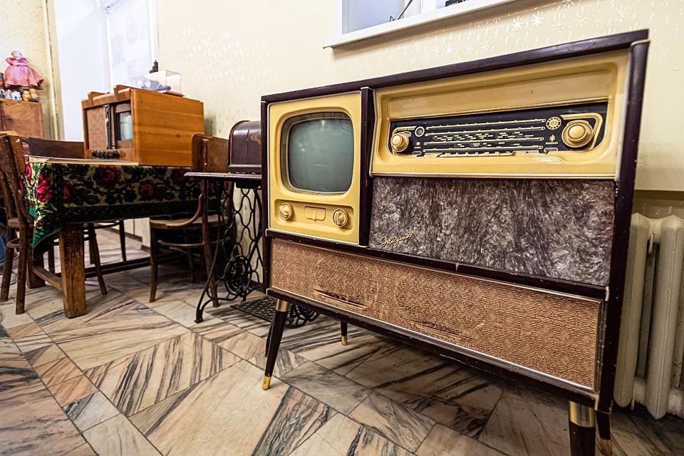 Телевизор «Жигули» на деревянных ножках, который в то время считался невиданной роскошью