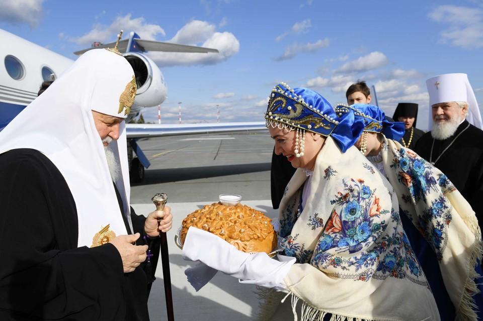 Патриарха встречали хлебом-солью