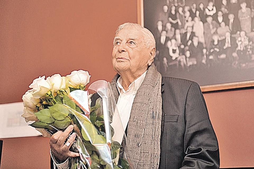 На пресс-конференции, посвященной его 95-летию, Юрий Любимов выглядел так.