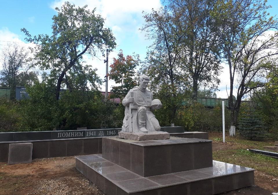 Внуки решили увековечить память деда, погибшего в Великой Отечественной войне, и перестроили мемориал Фото: olenino-gazeta.ru