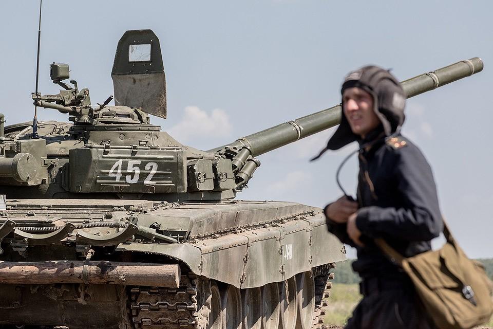Танк во время учений на военном полигоне 90-й Гвардейской танковой дивизии.