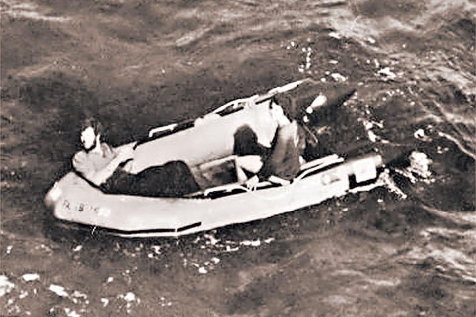 Дебора и Брэд накануне спасения. Фото сделано кем-то из членов экипажа
