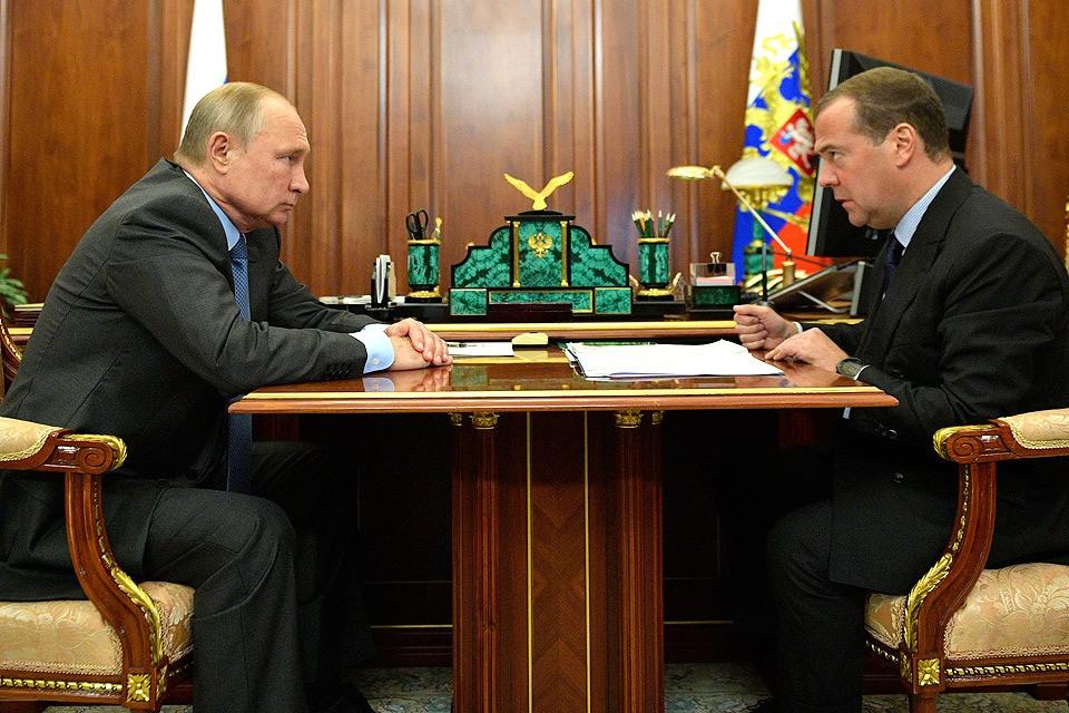Президент РФ Владимир Путин и премьер-министр РФ Дмитрий Медведев во время встречи в Кремле. Фото Алексей Дружинин/пресс-служба президента РФ/ТАСС