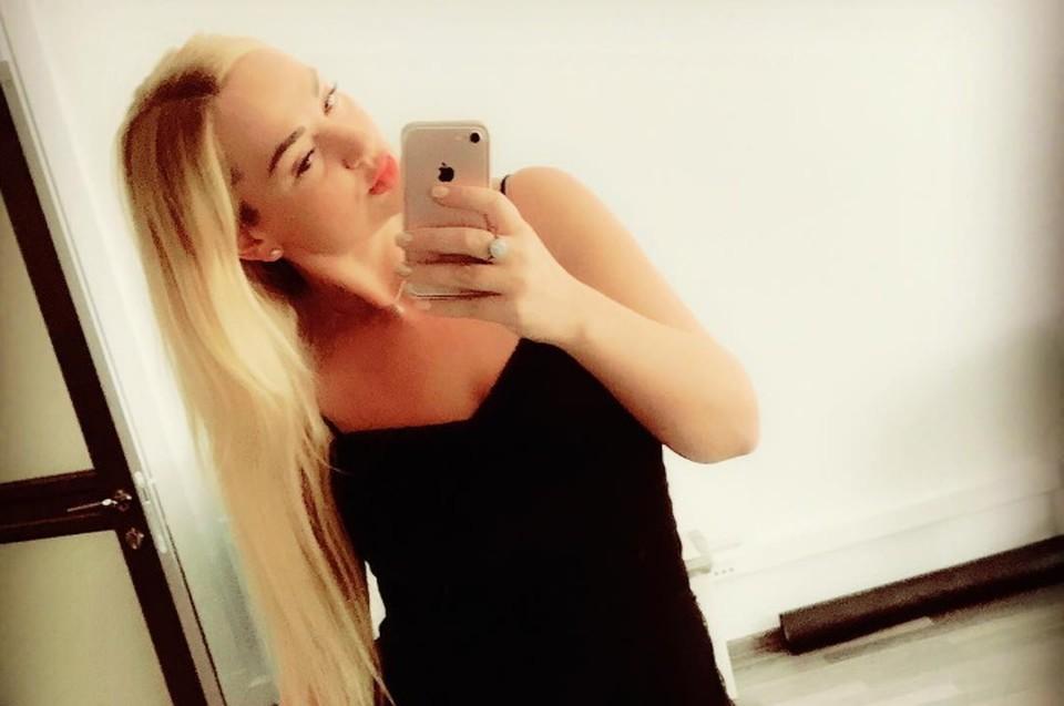 Наталья Разумная, зная об уголовном деле по факту мошенничества, все-таки вернулась домой. Фото: личная страница